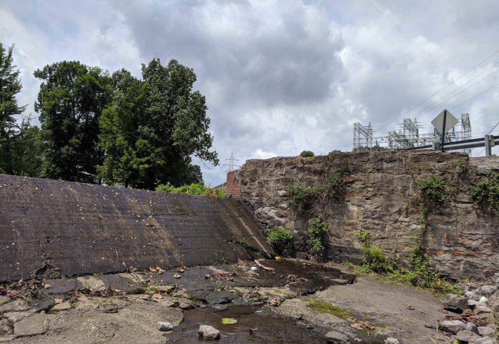 At Dangerous Kentucky Dams, Locals Aren't Prepared For Disaster