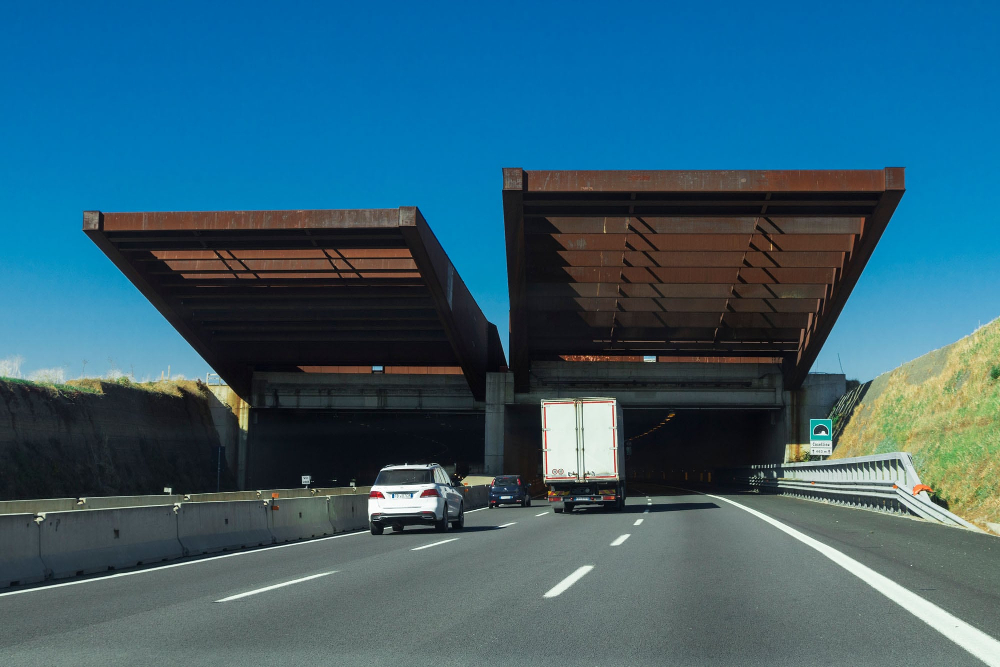 AI-Based Platform to Monitor Italian Highways Infrastructure