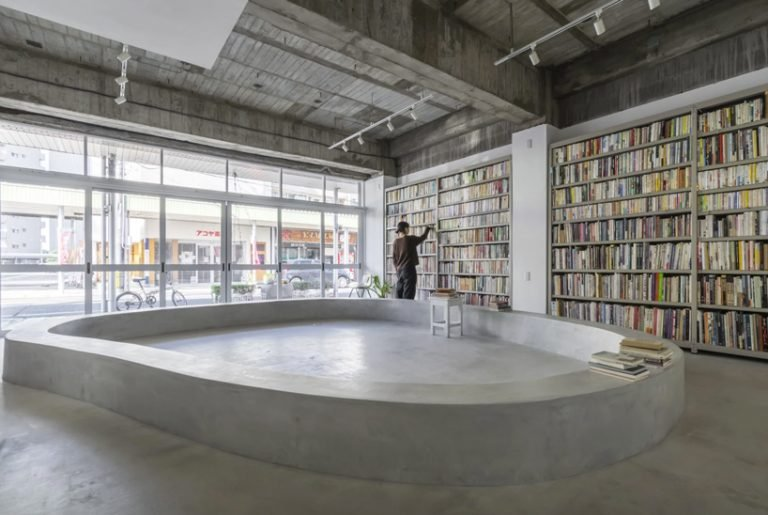 Concrete House with a Small Open Library in japan