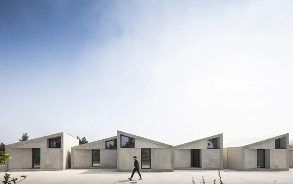Summary Completes Prefab Collective Housing Building 'Vale De Cambra' in Portugal