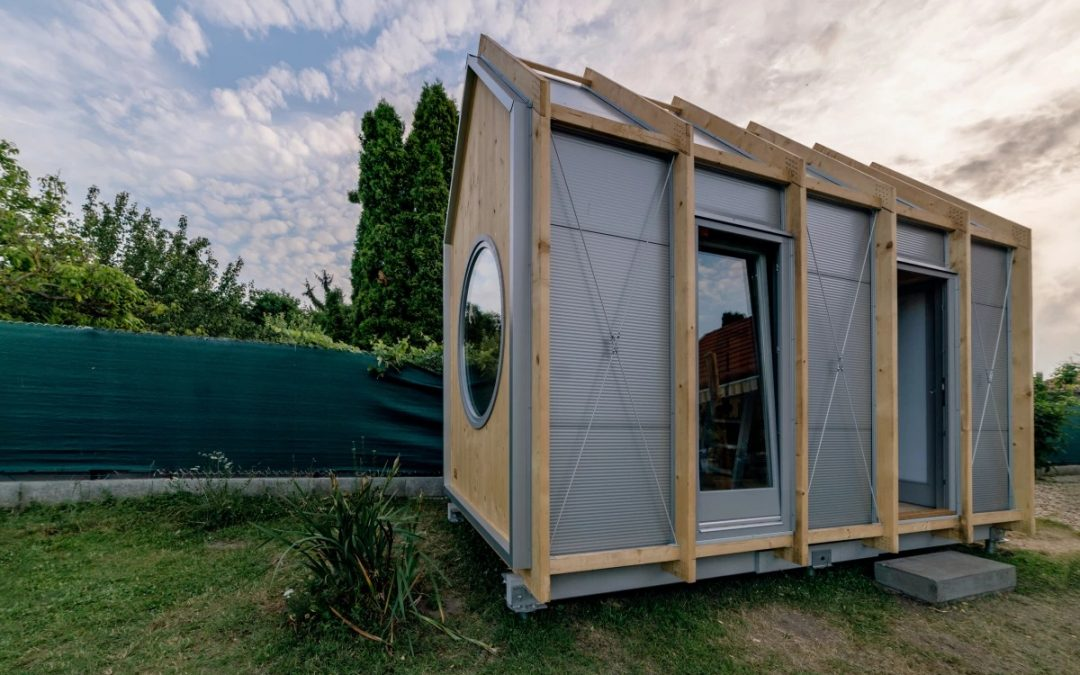 Tiny House: No-Frills Cabin Designed for Thrifty Downsizers
