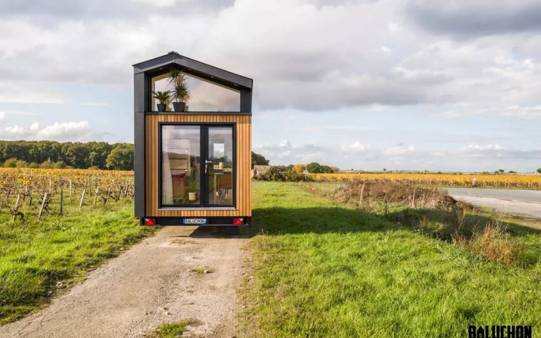 Ala Köl Tiny House : Compact Tiny House for Two Puts the Focus on the View